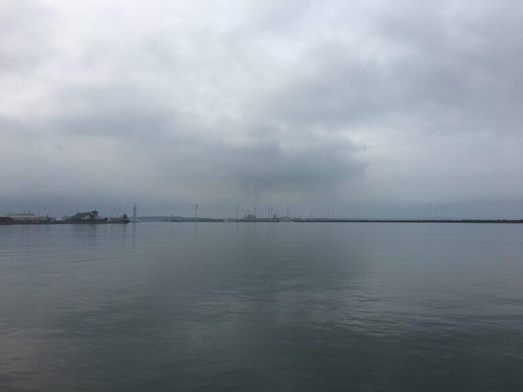 秋田北防波堤から見た写真