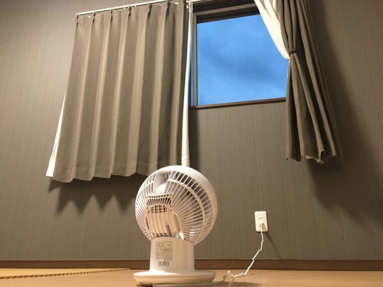 サーキュレーターで室内の空気と外気を入れ替える